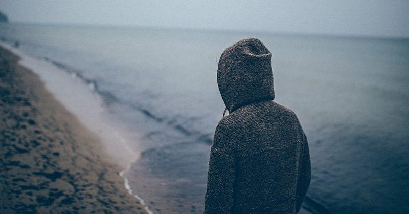 Klinická psychologička vysvetľuje, prečo by sme sa nemali snažiť o prekonanie zármutku