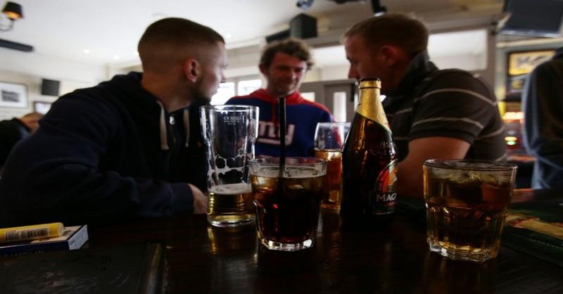 Podľa nových výskumov nám konzumácia alkoholu zlepšuje komunikáciu v cudzom jazyku