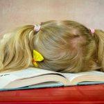 Domáce úlohy predstavujú pre žiakov základných škôl neprimeranú a zbytočnú záťaž. Odporúčania odborníkov sú jasné – treba ich zrušiť