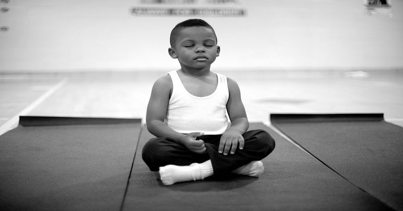 Na niektorých školách začali namiesto trestov používať meditáciu – výsledky sú ohromujúce