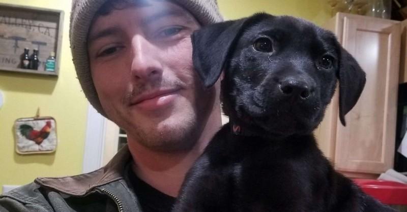 Nepočujúci mladý muž si z útulku adoptoval nepočujúceho psíka a naučil ho znakovú reč