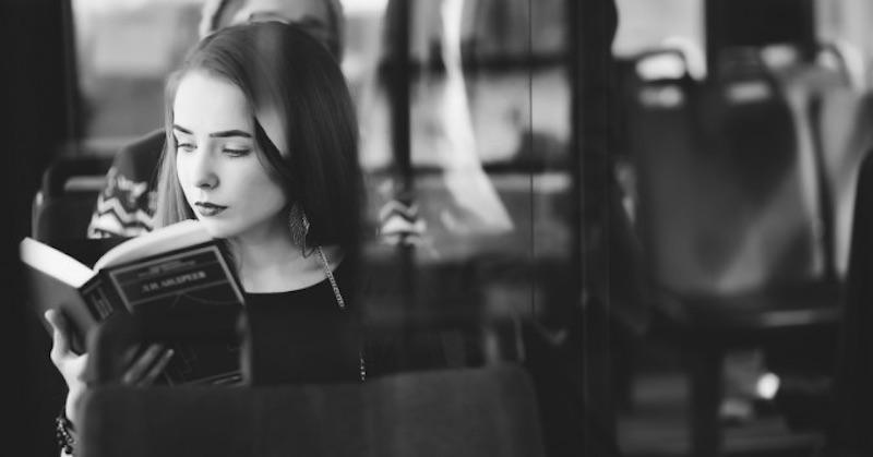 Štúdie dokazujú, že čítanie románov môže zvyšovať našu empatiu
